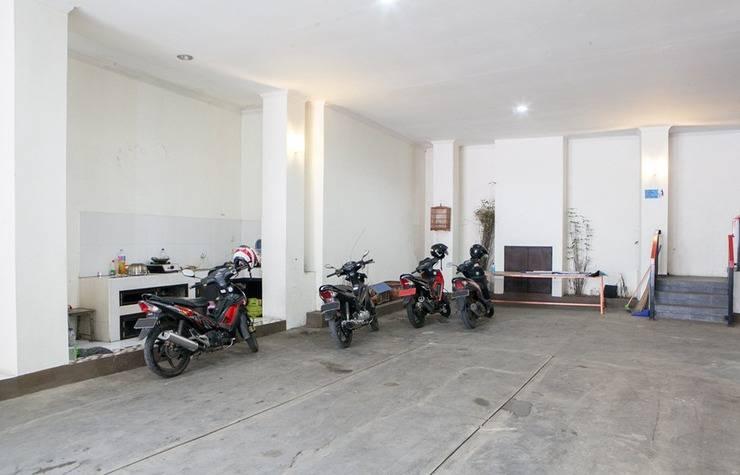 RedDoorz @ Cihanjuang Cimahi Bandung - Parkir