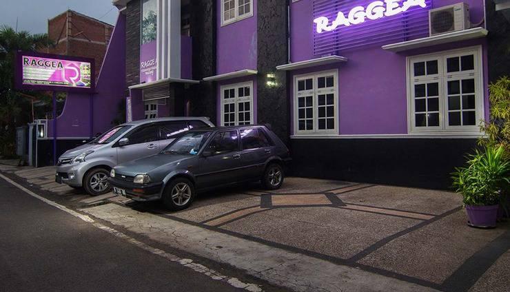Raggea Malang - Parkir Mobil