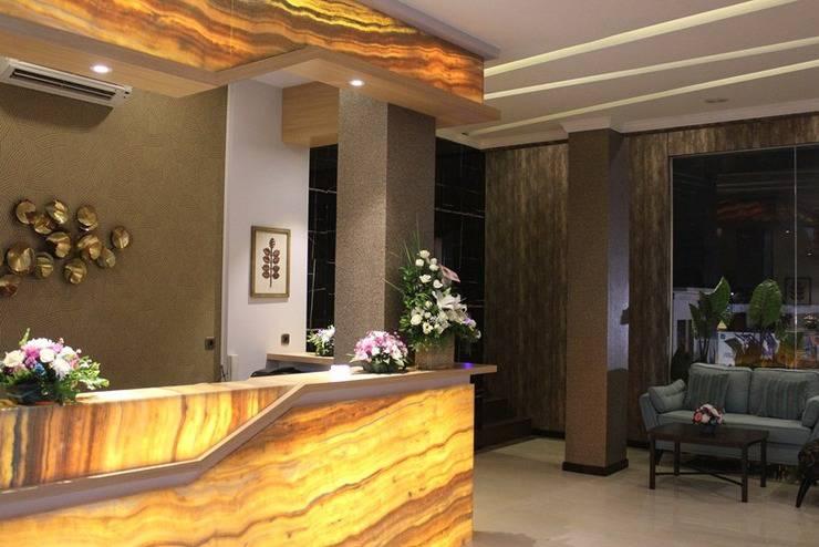 Fontana Hotel Jakarta - Resepsionis