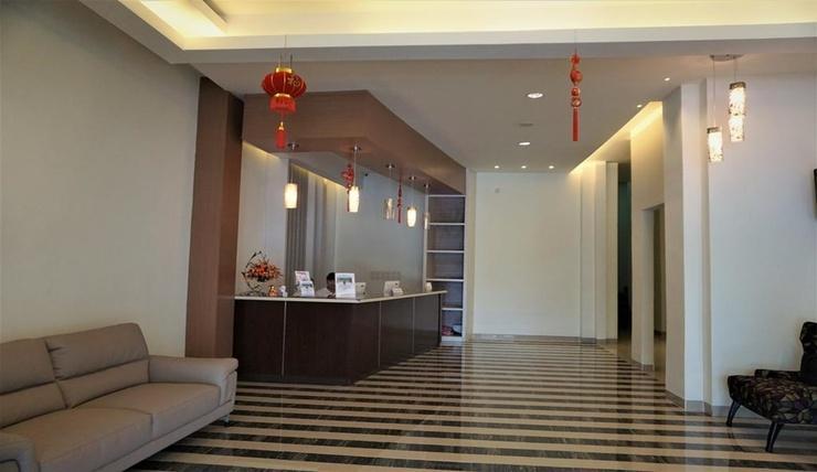 Big Fish Hotel Manado Manado - Lobby