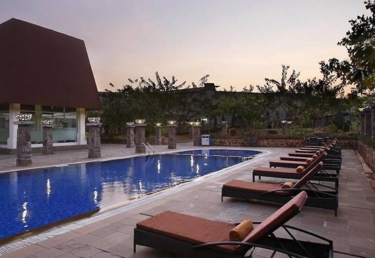 Hotel Santika TMII Jakarta - Kolam Renang