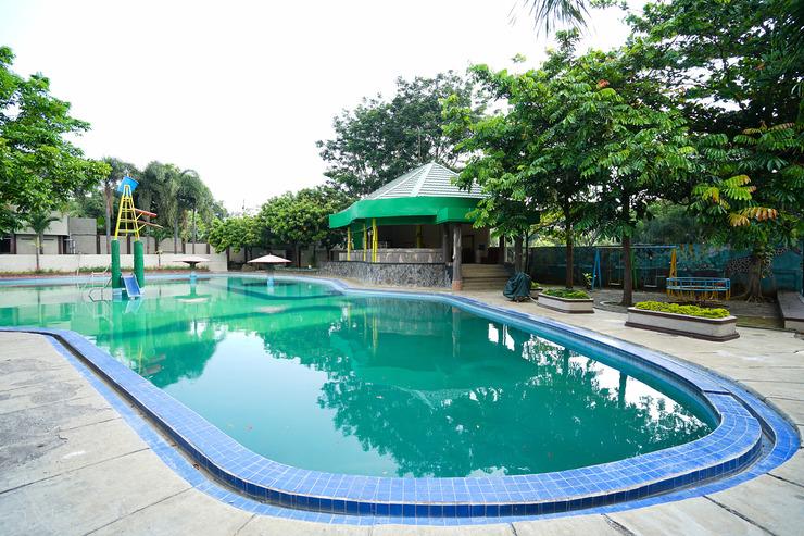 OYO 903 Kampoeng Kita Hotel Probolinggo - Swimming Pool