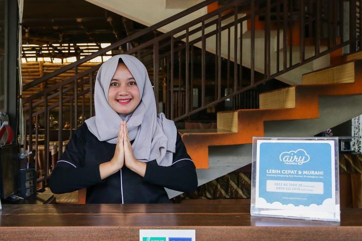 Airy Eco Lembang Raya Tangkuban Perahu 168 Bandung Bandung - Receptionist