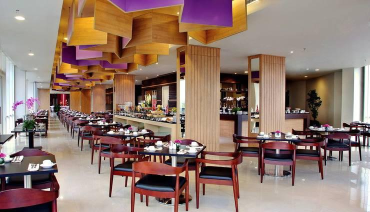 Atria Hotel Gading Serpong South Tangerang - Mezzanine Restaurant