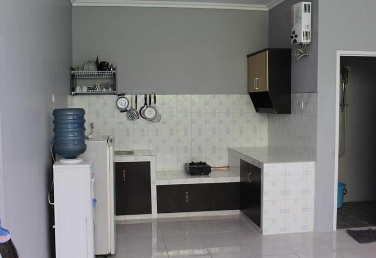 Villa Gunawan Batu Malang - Kitchen