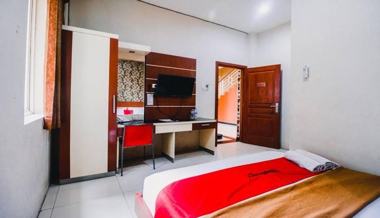 RedDoorz Plus @ AP Pettarani Makassar - Room
