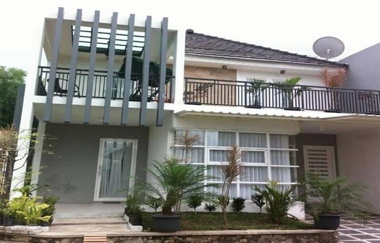 Villa Kayu Kelapa Batu Malang - Exterior