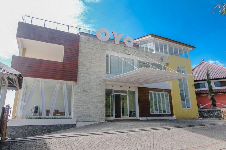 OYO 1194 Villa Bukit Panderman Residence Malang - Facade