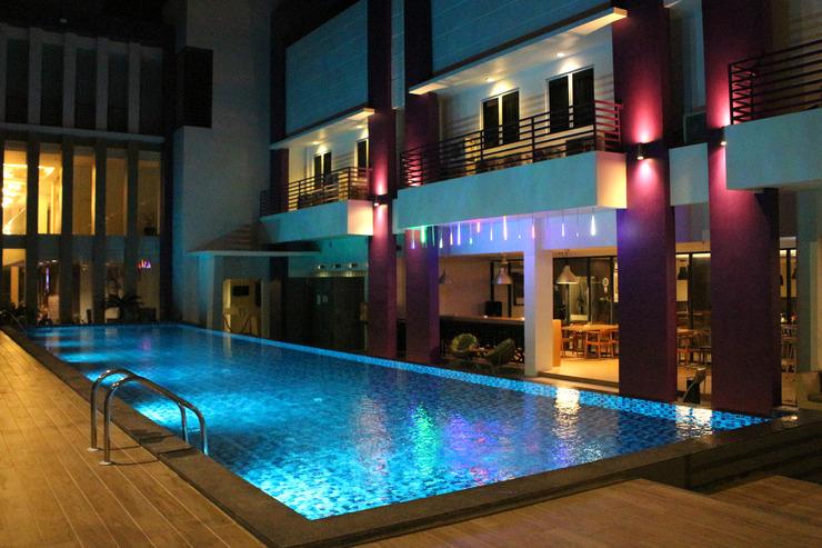 Fame Hotel Batam Batam - Kolam Renang