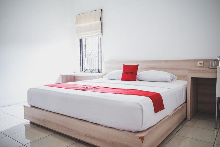 RedDoorz near Alun Alun Kota Sukabumi Sukabumi - Guestroom