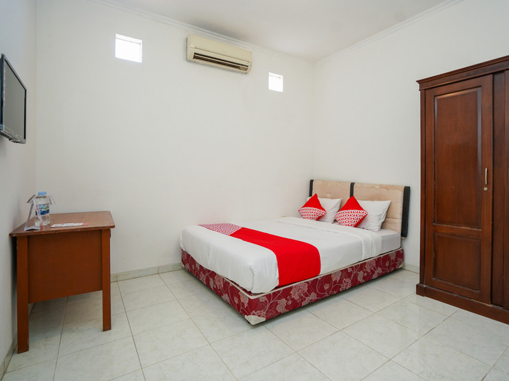 OYO 1281 Home Stay 83 Surabaya - Bedroom