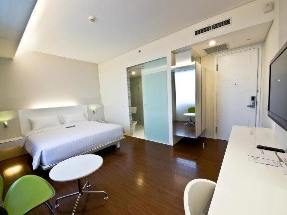 Everbright Hotel Surabaya - Rooms1