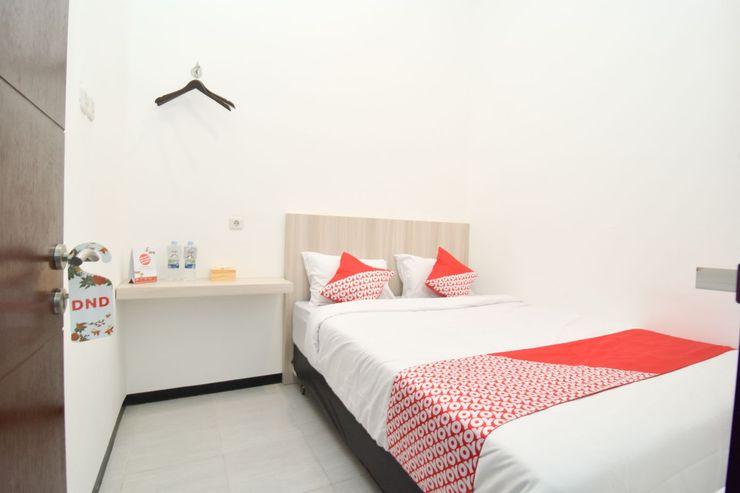 OYO 1060 Rungkut Mejoyo Selatan Surabaya - Bedroom