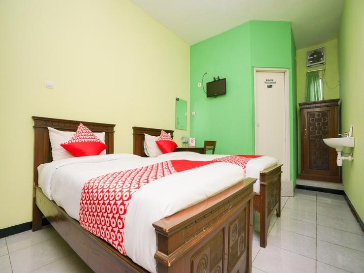 OYO 1639 Penginapan Anggrek Syariah 1 Probolinggo - Standard Twin Bedroom