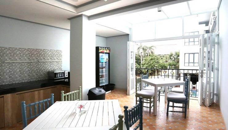 Urbanest Inn House TB Simatupang - Pantry Facilities