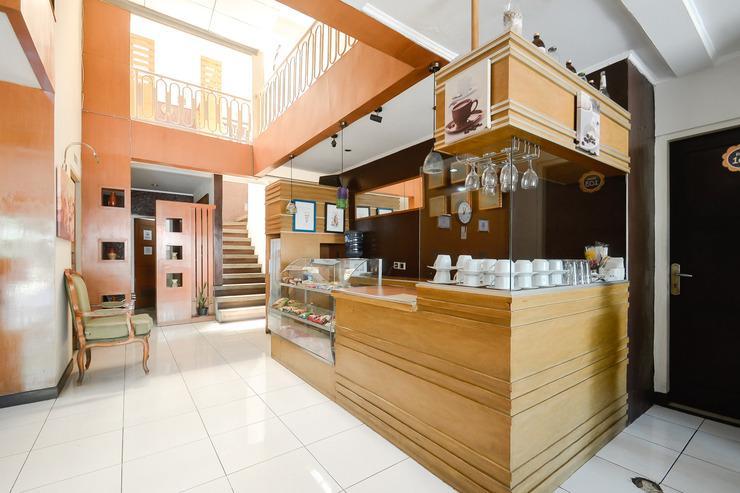 Airy Lengkong Buah Batu 81 Bandung - Restaurant