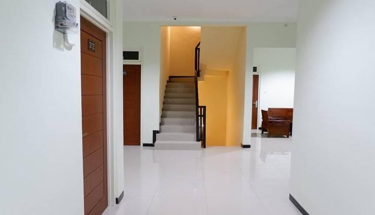 BASUDIRA Homestay Malang Malang - Corridor