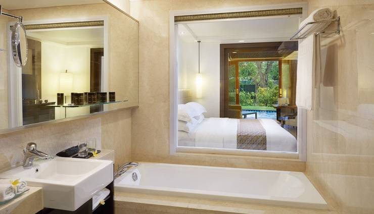 Melia Bali - Premium lagoon bathroom