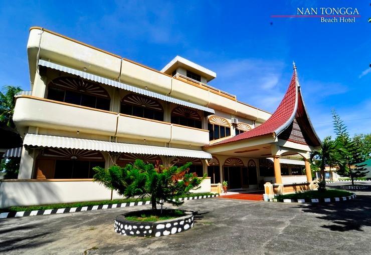 Nan Tongga Beach Hotel Pariaman - Exterior