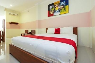 RedDoorz near Jalan Jendral Sudirman Manado Manado - Bedroom Double