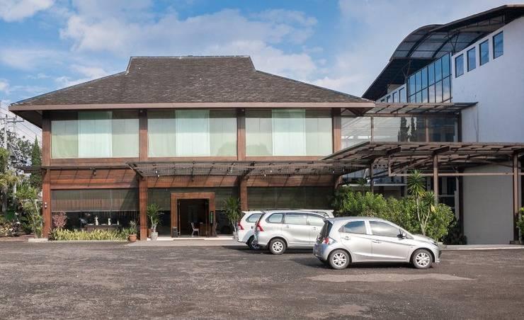 RedDoorz Plus near Floating Market Bandung -