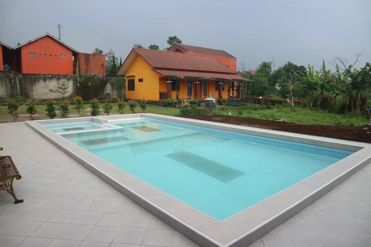 Villa Rasberry Garden Bandung - Pool