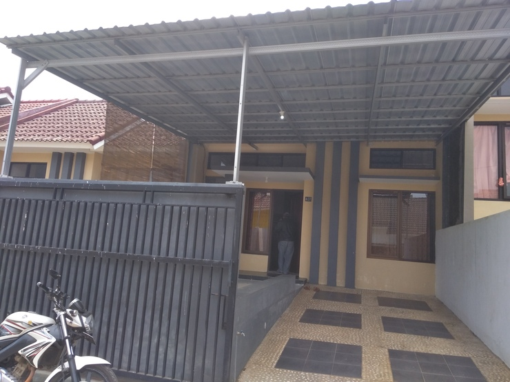 Lili Homestay Batu Malang - Exterior