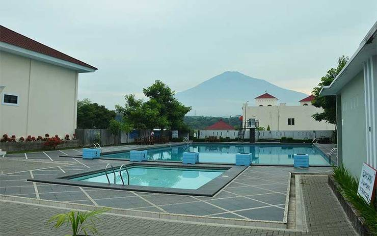 Hotel The Radiant Cirebon - Pool