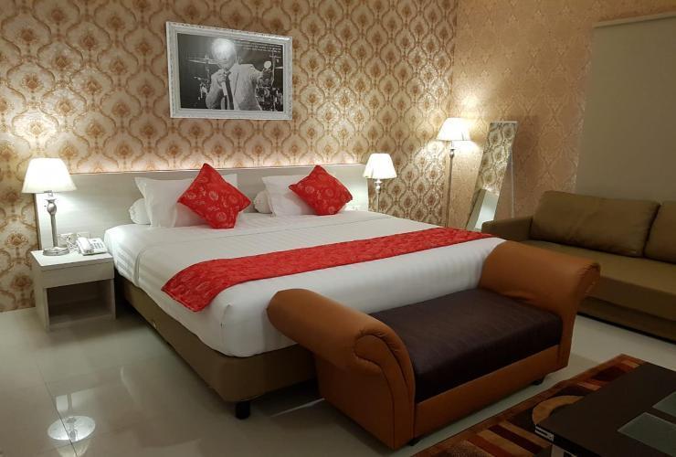 Fortune Front One Hotel Kendari Kendari - Suite King Room