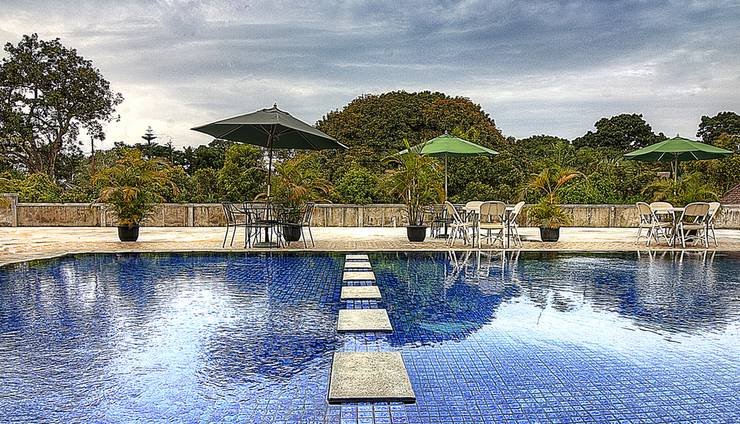 Grha Ciumbuleuit Guest House Bandung - Swimming Pool