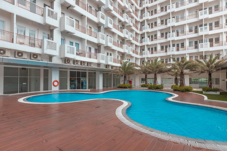 OYO 1948 Apartement Sentul Tower Bogor - Swimming Pool