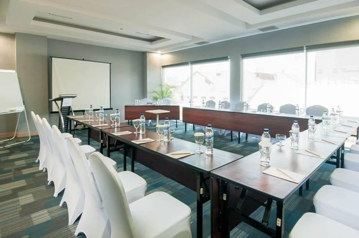 Pesonna Hotel Makassar - Meeting Room