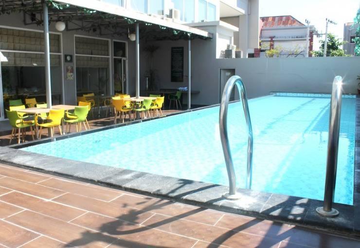 Pesonna Hotel Makassar - kolam renang