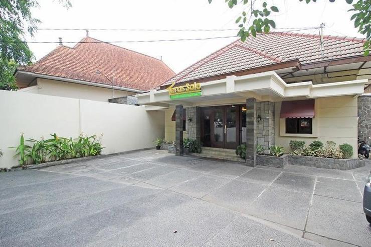 Teras Solo Guest House Syariah Solo - Facade