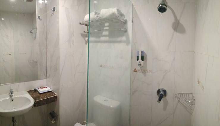 Front One Inn Semarang Semarang - Bath Room