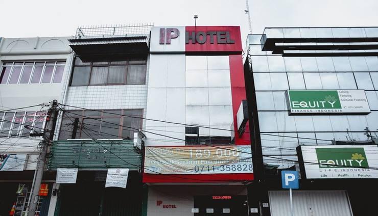RedDoorz Plus near Palembang Indah Mall Palembang - Exterior
