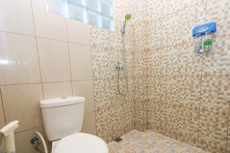 Airy Eco Syariah Bandara Sepinggan Baru 101 Balikpapan - Bathroom
