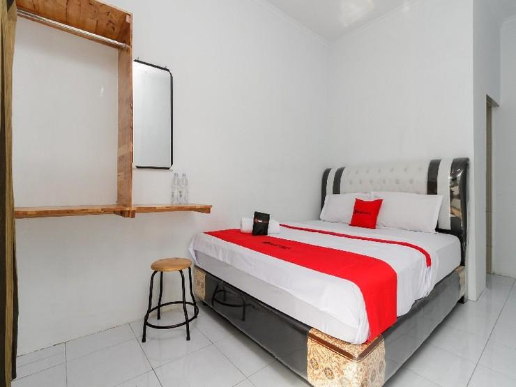 RedDoorz near Universitas Medan Area Medan - Guestroom