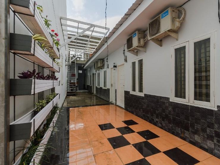 RedDoorz near Universitas Medan Area Medan - Exterior