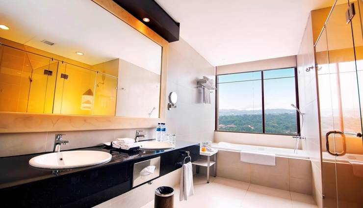 PRIME PARK Hotel Bandung - Suite Bathroom