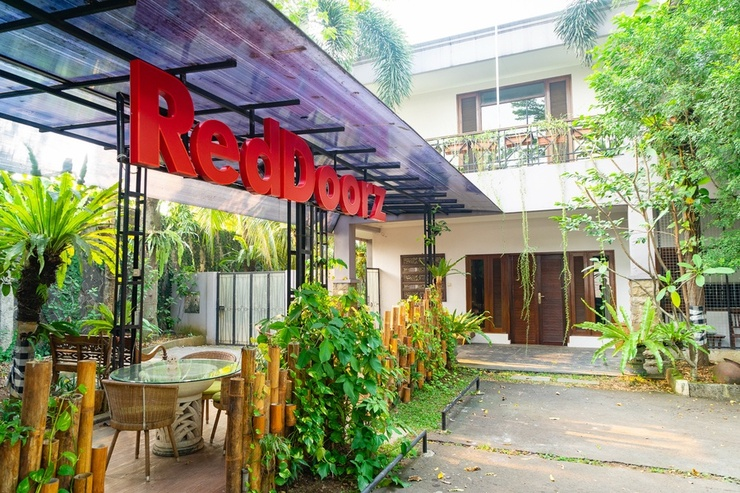 RedDoorz Plus near One Belpark Mall Cilandak Jakarta - Photo