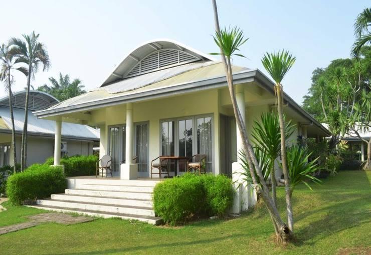 Bungalow Padang Golf Modern Tangerang - Birdie