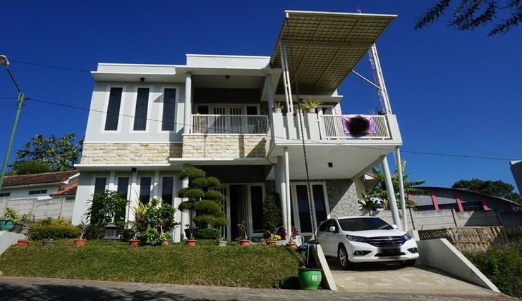 Villa Kusuma Hill A8 Malang - Exterior