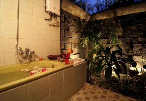 Poeri Devata Resort Hotel Yogyakarta - Bathroom