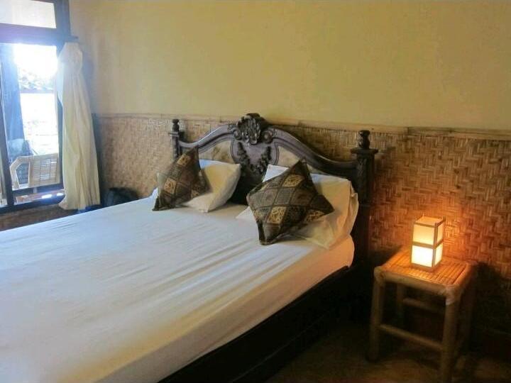 Dua Nina Homestay Lombok - Bed