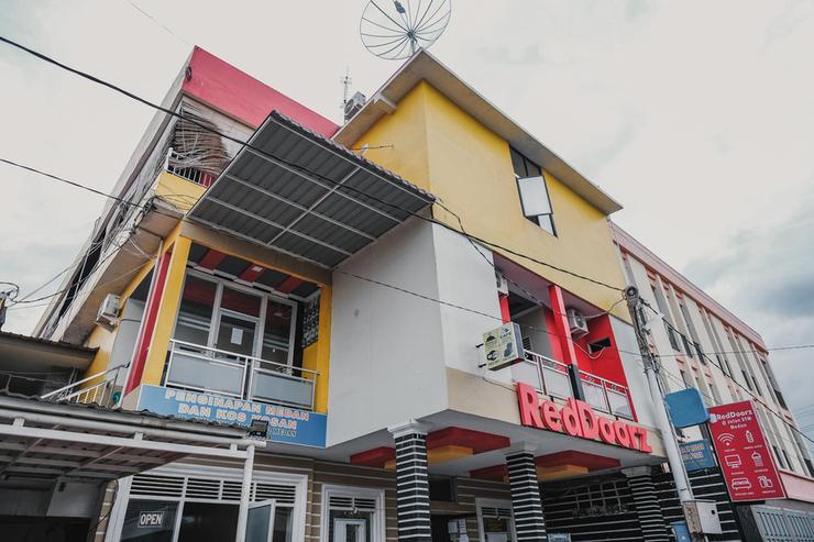 RedDoorz @ Jalan STM Medan Medan - Photo