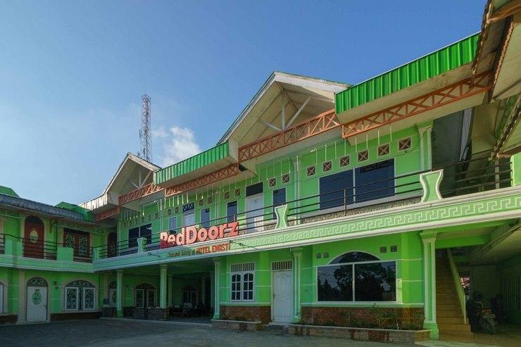 RedDoorz Syariah Hotel Enasti Berastagi Karo - Photo