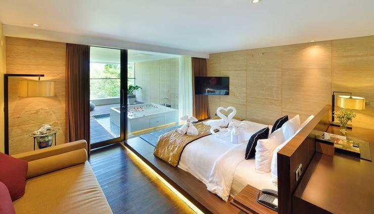 Golden Tulip Devins Hotel Seminyak - Kamar Suite dengan Jacuzzi