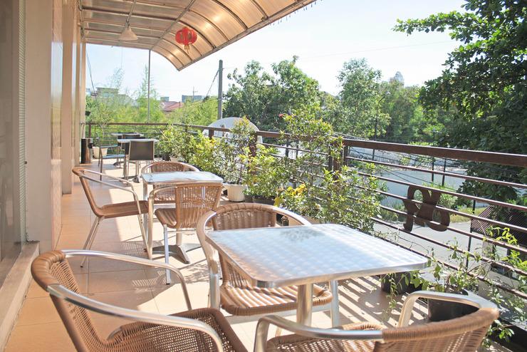 DPT 33 Surabaya - Balcony Lounge
