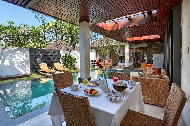Kunti Villas Seminyak - Vila 2 kamar tidur, ruang tamu/ruang makan.